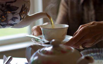Beber té caliente aumenta riesgo de cáncer de esófago