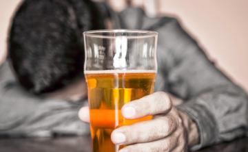 Festejos elevan consumo de alcohol y riesgo de intoxicación