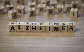 Viven solos muchos de los pacientes con la enfermedad de Alzheimer