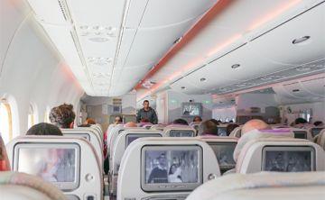 Revelan cuáles son los lugares más sucios de los aviones