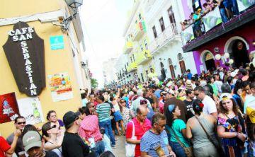 """""""Abrazos gratis"""" en las Fiestas de la Calle"""
