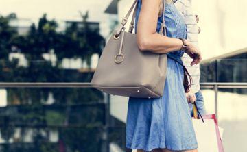 5 peligros de llevar una cartera pesada