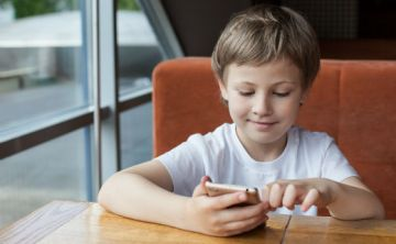 Redes sociales afectan socialización tradicional en niños y jóvenes