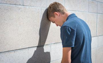 Atención a los suicidios en niños y jóvenes