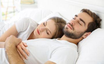 ¿Cómo afecta tu posición al dormir en tu relación de pareja?