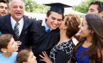 Lo que la graduación de un hijo le enseña a los padres