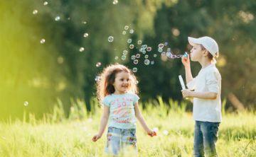 Recomiendan usar protector solar de manera rutinaria desde la infancia