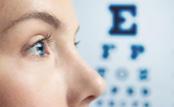La falta de luz natural explica en parte el alza de casos de miopía