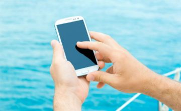 Conoce la verdadera razón por las que necesitas ver tu celular con a cada rato