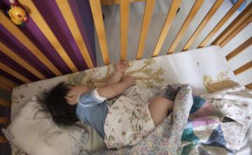 Expertos advierten riesgos sobre uso de melatonina en niños como solución para dormir