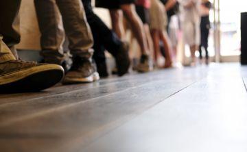 Estar de pie más horas al día ayuda a bajar 5 libras al año