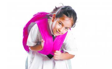 Los efectos en los niños del pesado bulto escolar