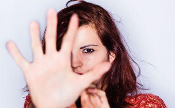 ¿Por qué las mujeres tardan tanto en denunciar el acoso y el abuso sexual?