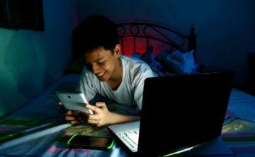 ¿Cuántas horas debe pasar mi hijo en los medios digitales y pantallas?
