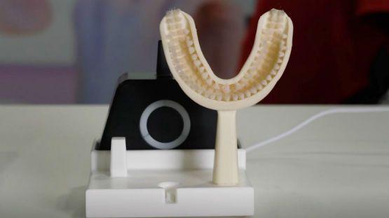 Este cepillo sónico lava los dientes en 10 segundos