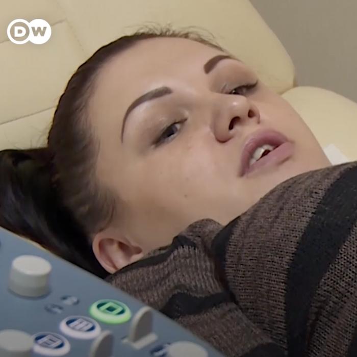 Natalya, la mujer que alquiló su vientre para darle de comer a sus hijos