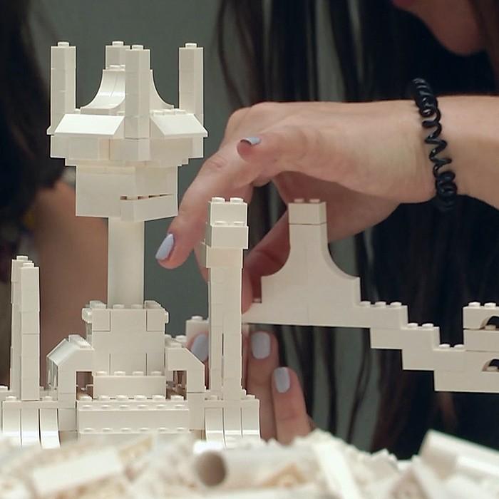 Para jugar en familia: Lego se une a una impresionante exposición de arte interactivo